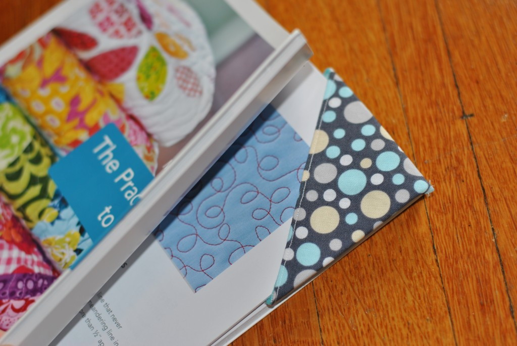 Fabric corner bookmark tutorial