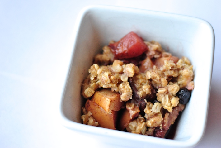 Crockpot Recipe for Peach Berry Crisp