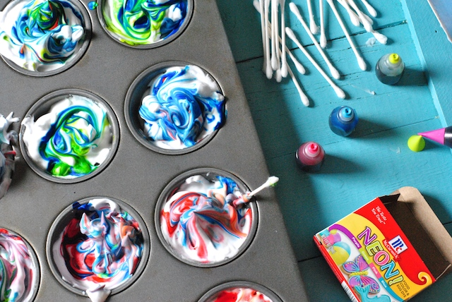 How to dye marbled easter eggs with shaving cream